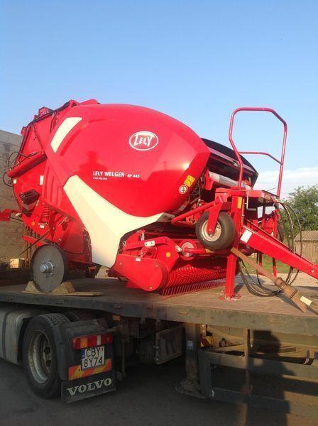 καινούρια χορτοδετική μηχανή για μπάλες σανού LELY Welger RP 445