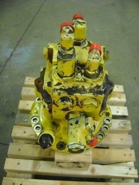 εκσκαφέας KOMATSU PW 130 για κινητήρας ταλαντευόμενου τύπου  Motore di rotazione