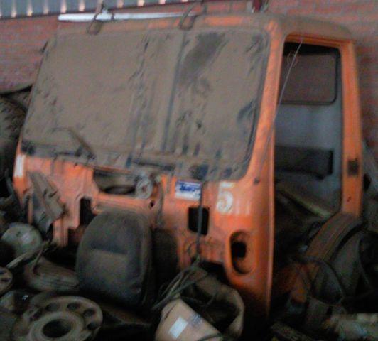 φορτηγό MERCEDES-BENZ 1835 3534 για κουβούκλιο  cabina SK