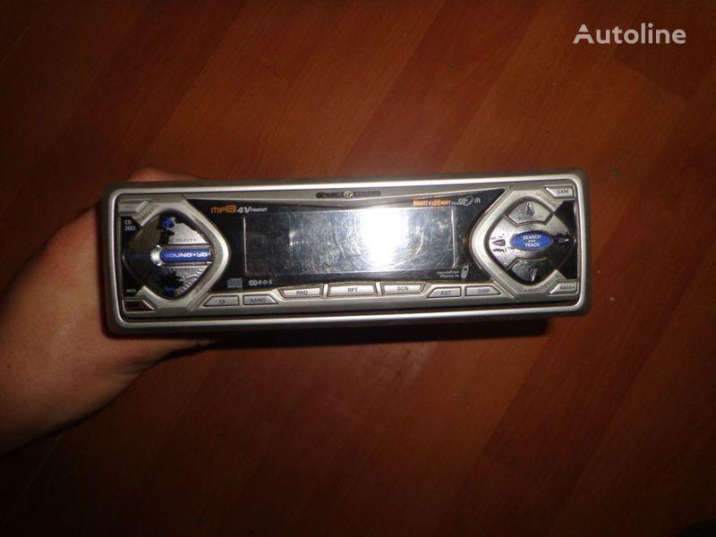 ελκυστήρας για ραδιόφωνο  VDO Ayton. 12V. CD