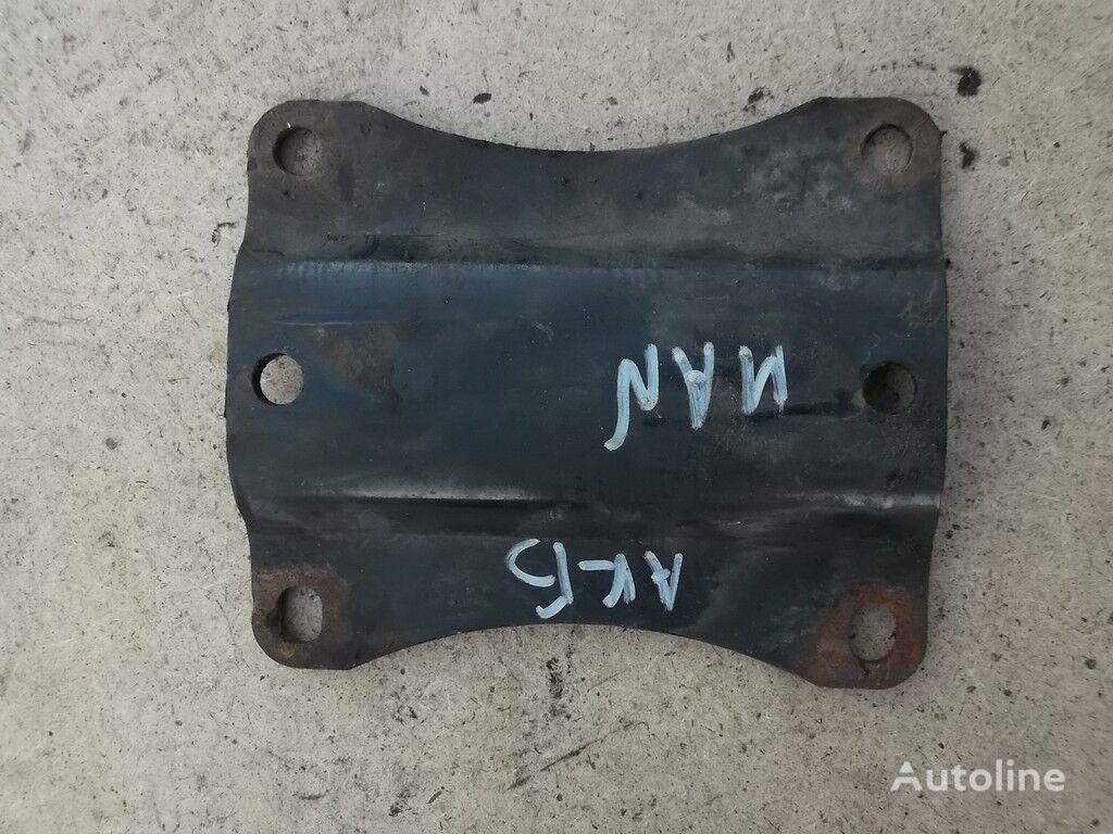 φορτηγό για συνδετήρας  Promezhutochnyy derzhatel akkumulyatornogo yashchika MAN