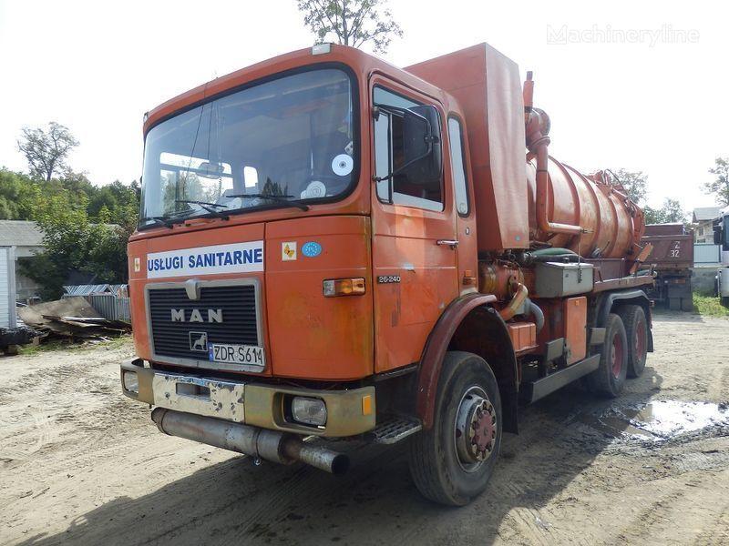 όχημα εκκένωσης βόθρων MAN 26.240 6x6