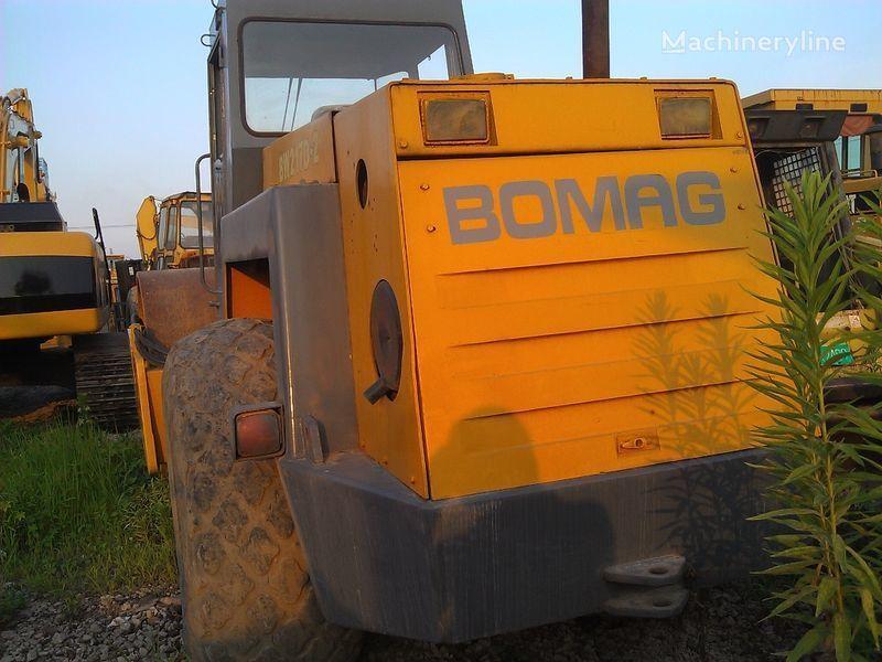 οδοστρωτήρας γαιών BOMAG BW217D-2