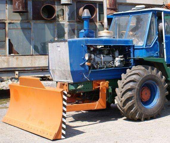 ισοπεδωτής HTZ Buldozernoe oborudovanie (otval, lopata) na traktorah HTZ 150K