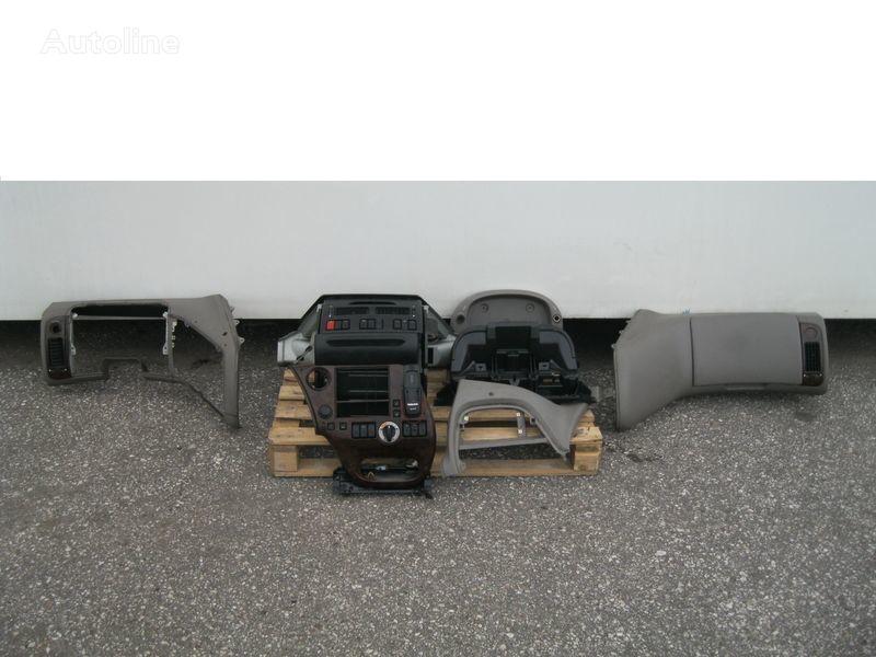 ελκυστήρας DAF XF 105 για φινίρισμα επιφάνειας οπής  WYPOSAŻENIE WNĘTRZA KABINY SSC