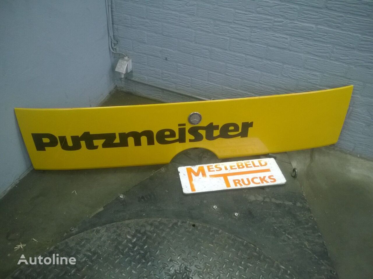 ελκυστήρας MERCEDES-BENZ Frontplaat boven grille για φινίρισμα επιφάνειας οπής