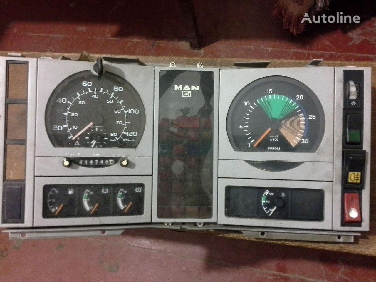 φορτηγό MAN  L2000 Po zapchastyam για ταχογράφος MAN Spidometr Tahometr originalni zapchasti kabini