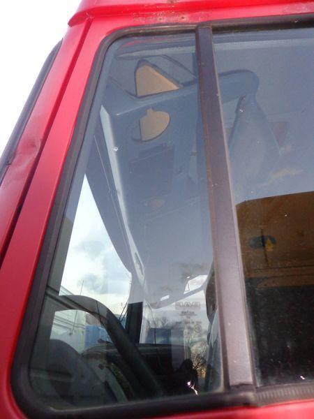 ελκυστήρας DAF XF για τζάμι παραθύρου  nepodemnoe