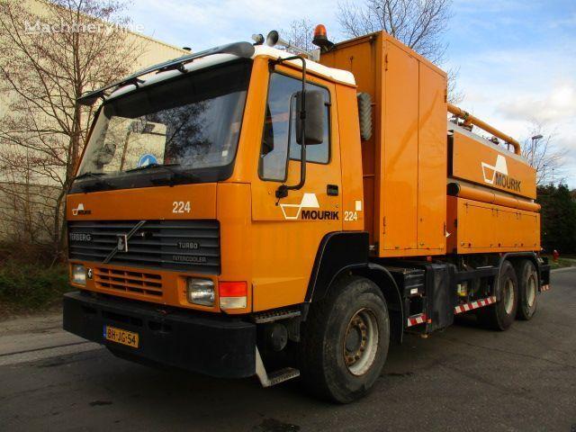 όχημα εκκένωσης βόθρων TERBERG FL1450