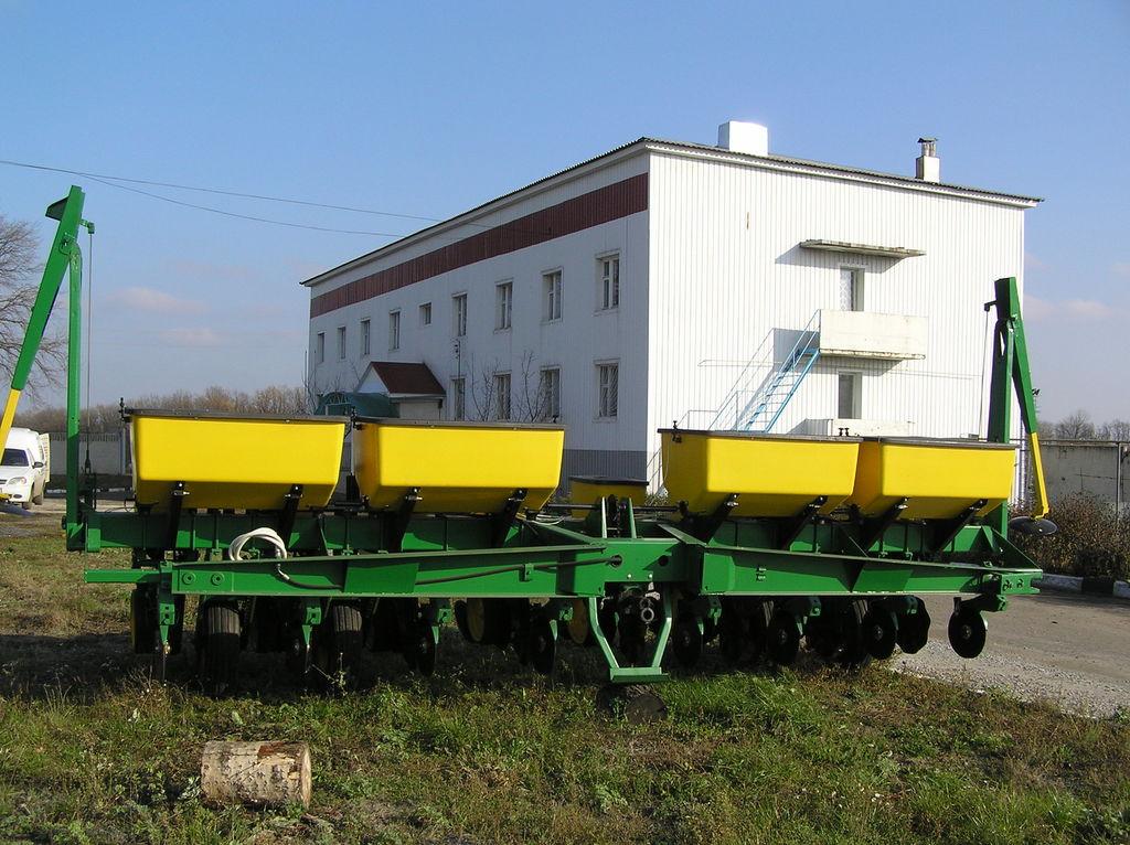 μηχανική σπαρτική μηχανή ακριβείας JOHN DEERE 7000 8 ryadnaya